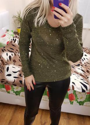 Нарядный красивый свитер в паетки