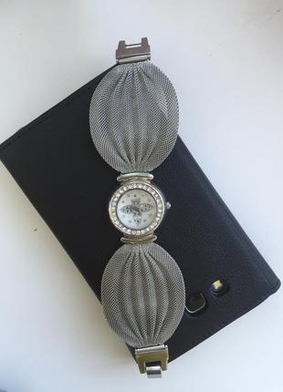 Очень красивые часы с камушками