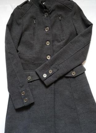 Пальто от h&m p.xs cтойка воротник классическая стилистика