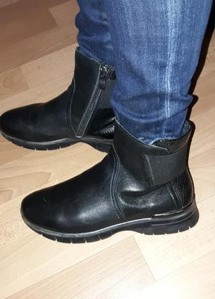 Фирменные кожаные ботинки на низком ходу marco tozzi рр 37