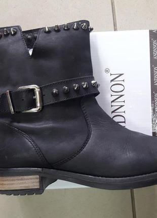 Шкіряні чобітки andre 40 розмір