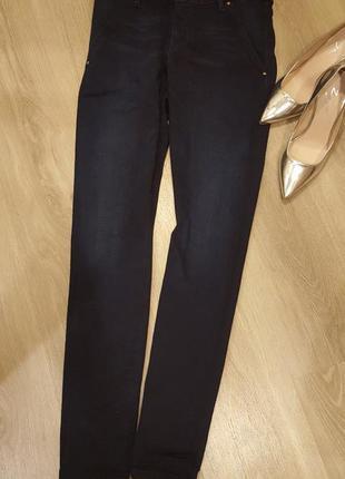 Shape fit скинни джинсы guess