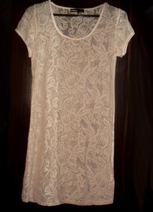 Короткое платье или туника из нежного кружева пудрового цвета