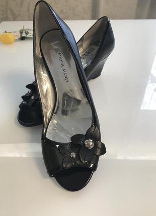 Кожанные туфли с открытым носком