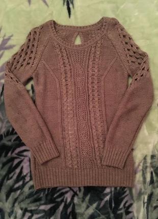 Красивый вязанный свитер в декоративную дырку, кофта