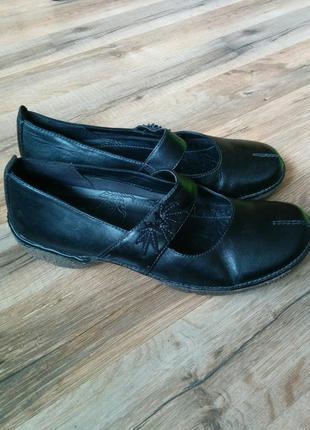 Удобные кожаные туфли на низком ходу