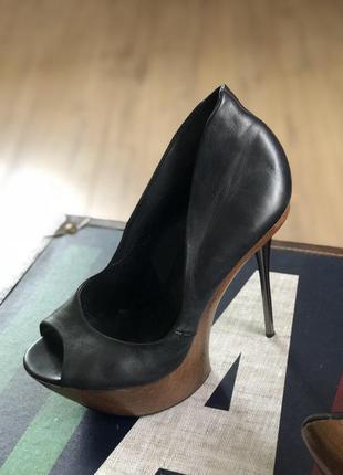 Супер стильные туфли-босоножки
