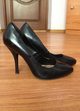 Туфлі лодочки 39розмір new look