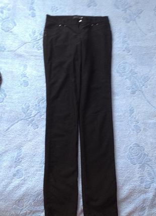 Чорні джинси на байці