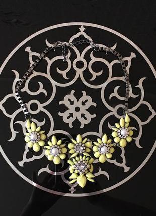 Массивное колье. ожерелье. украшения. бижутерия