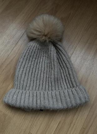 Теплая вязаная шапка с помпоном