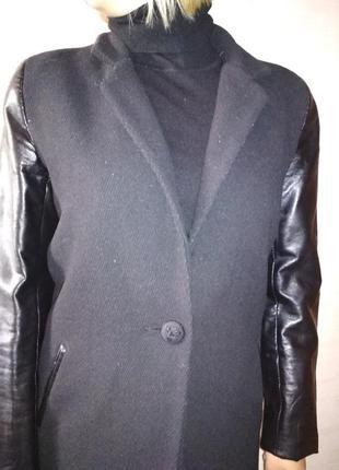 Красивое пальто френч с рукавами из кожзама
