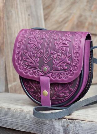 Маленькая сумочка кожаная фиолетовая летняя с орнаментом ручная работа