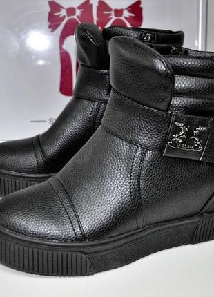 Ботинки демисезонные. сникерсы. ботинки на скрытой танкетке