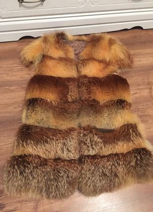 Очень красивая жилетка из меха лисы1 фото