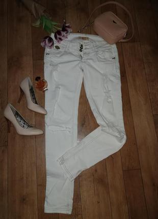Рваные джинсы pull & bear