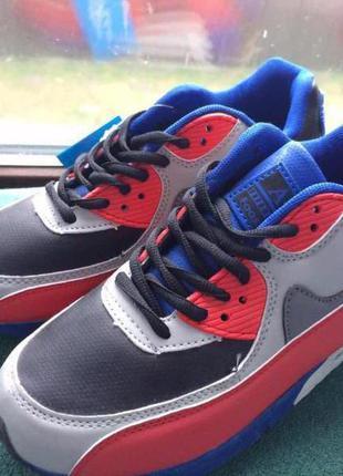 Новые фирменные кроссовки 35,37,38,39 размера