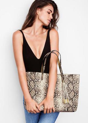Victoria's secret. сумка, шоппер. v-quilt wild python everything tote