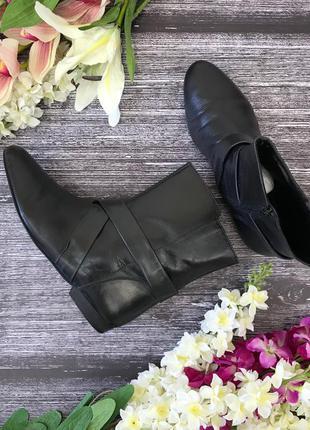 Фирменные кожаные ботинки clarks с декоративными лентами  sh1810183  clarks