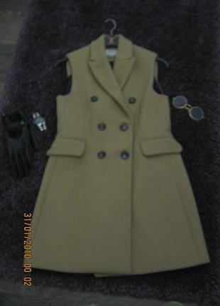 Продам пальто-желет stradivarius