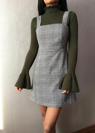 В продаже прекрасный свитер цвета хаки с рукавами воланами