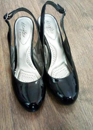 Лакированные туфли с открытой пяткой dexflex