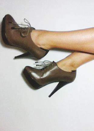 Коричневые ботильоны на шпильке / на шнуровке / короткие ботинки на каблуке