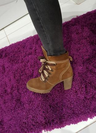 Ботинки на каблуку натуральная замша