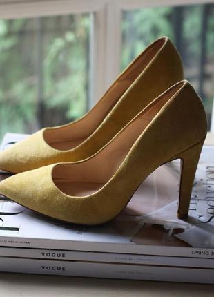 Замшеві жовті  туфлі лодочки