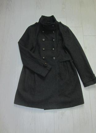 Шерстяное пальто в стили милитари