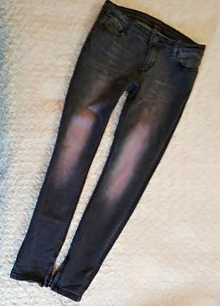 Фирменные джинсы узкачи amisu
