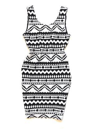 Фактурное платье футляр длины миди в геометрический принт