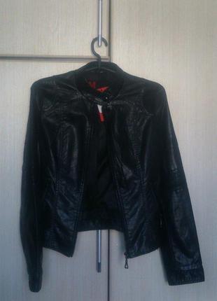 Черная повседневная косуха куртка женская