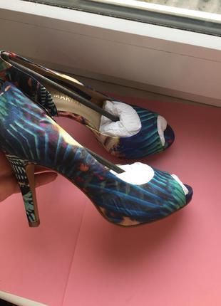 Новые ,яркие  туфли с открытым носком san marina