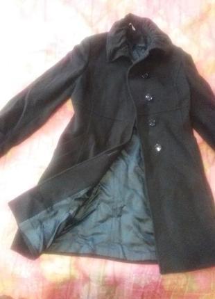 Темно -зелене кашемірове пальто.італія .