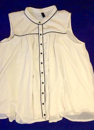 Легкая блуза цвета пудры.