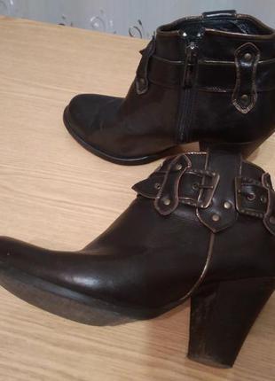 Демисезонные кожаные ботинки 38р.