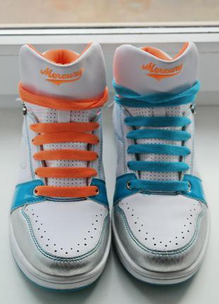 Яркие кроссовки сникерсы2