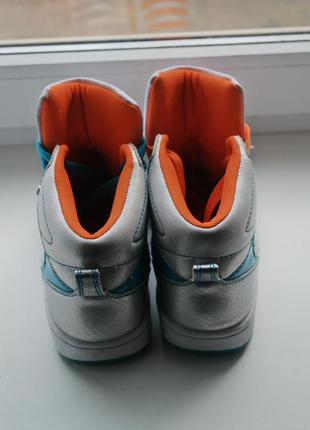 Яркие кроссовки сникерсы3