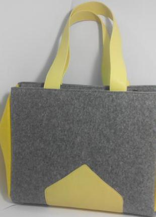 Серая сумка из войлока с жёлтой отделкой из натуральной кожи