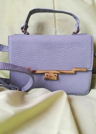 Кожаная, маленькая сумочка с длинной ручкой