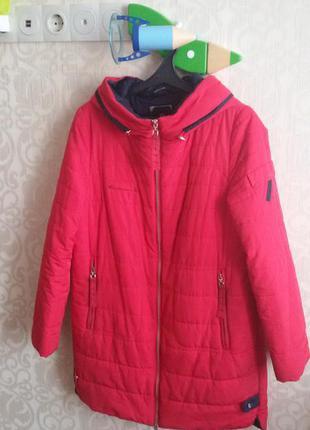 Классная демисезонная удлиненная куртка размер m-l