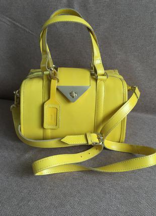 Красивая яркая кожаная сумка topshop