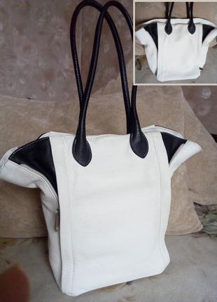 Большая белая кожаная сумка с черными вставками