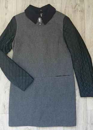 Серое платье с кожаными рукавами
