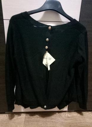 Свободный свитер с открытой спиной