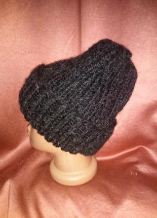 Вязаная шапка бини с заворотом