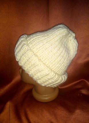 Вязаная шапка бини с двойным заворотом
