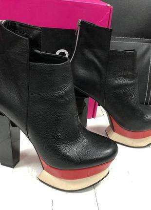 Черные ботильоны на каблуке dolce vita
