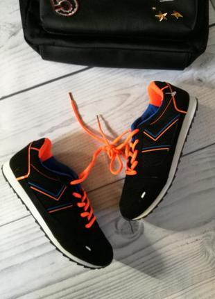 Распродажа новые кроссовки на платформе р. 37
